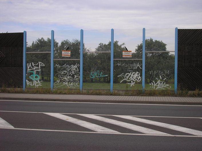 OK HONOR s.r.o. - Odstranění graffiti a polepů - Makro Ostrava